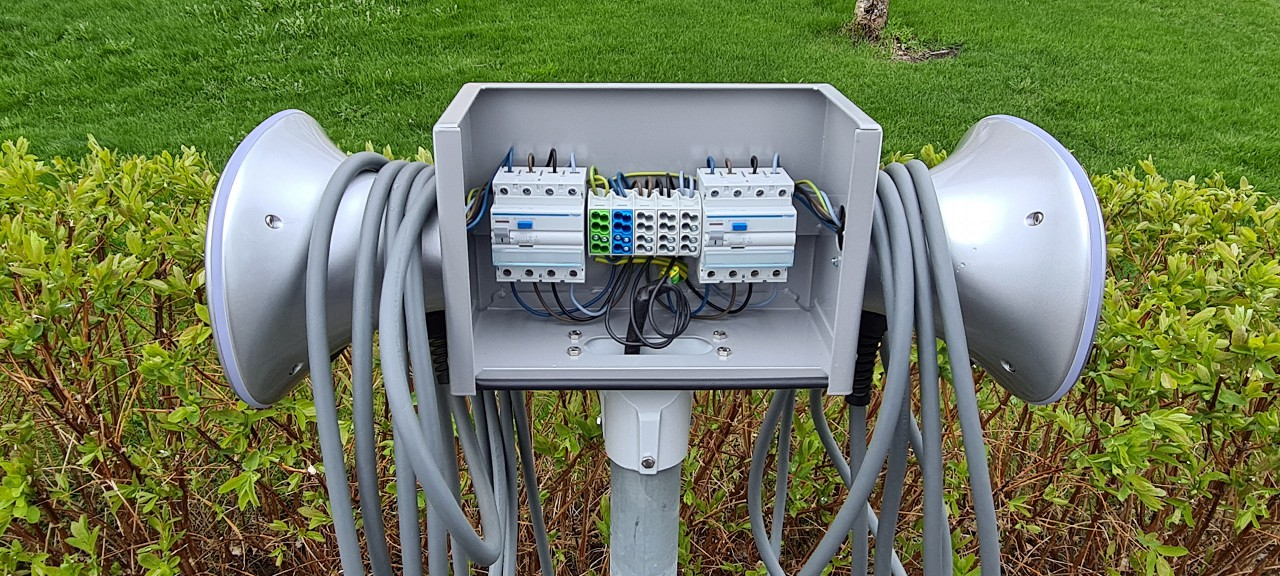 Chargeamps-halo-laddbox-pa-stolpe-3.jpg
